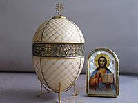 Пасхальный подарок для Патриарха Кирилла- Яйцо с сюрпризом.