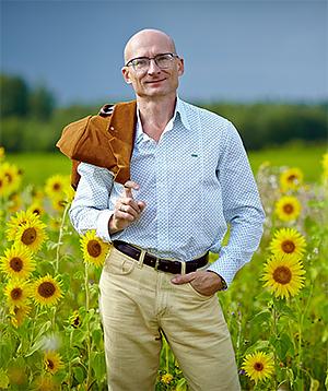 Юрий Петров- талантливый художник миниатюрист.
